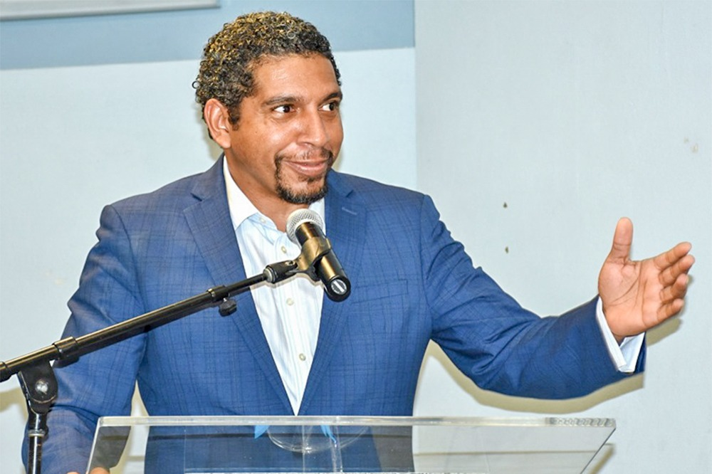 Finance Minister urges workers' unionisation